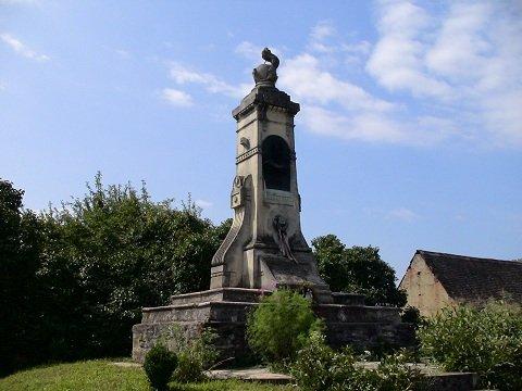 Bem apó hadsegédje, Zeyk Domokos Százados emlékműve, Héjjasfalva határában.