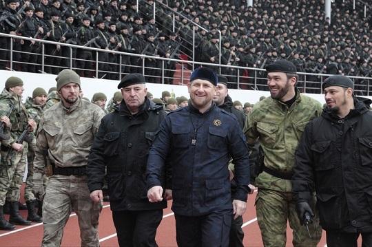 A csecsen elnök középen.