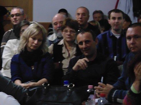 2013. november 23. Amman Étterem külön terme - A zsúfolásig megtelt helyiségben érdeklődők hallgatják a Bankcsapda Érdekvédelmi Civil Szervezet elnökségének előadását.