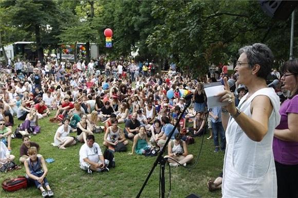 Ulrike Lunacek, az Európai Parlament (EP) alelnöke felszólal a 19. Budapest Pride, a leszbikus, meleg, biszexuális, transznemű és queer (LMBTQ) közösség fesztiválján a Városligetben  2014. július 5-én. MTI Fotó: Szigetváry Zsolt