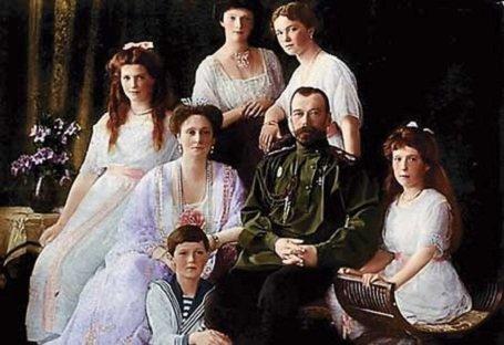 1918. július 16.-  II. Miklós cárt és családját kivégzik a bolsevikok