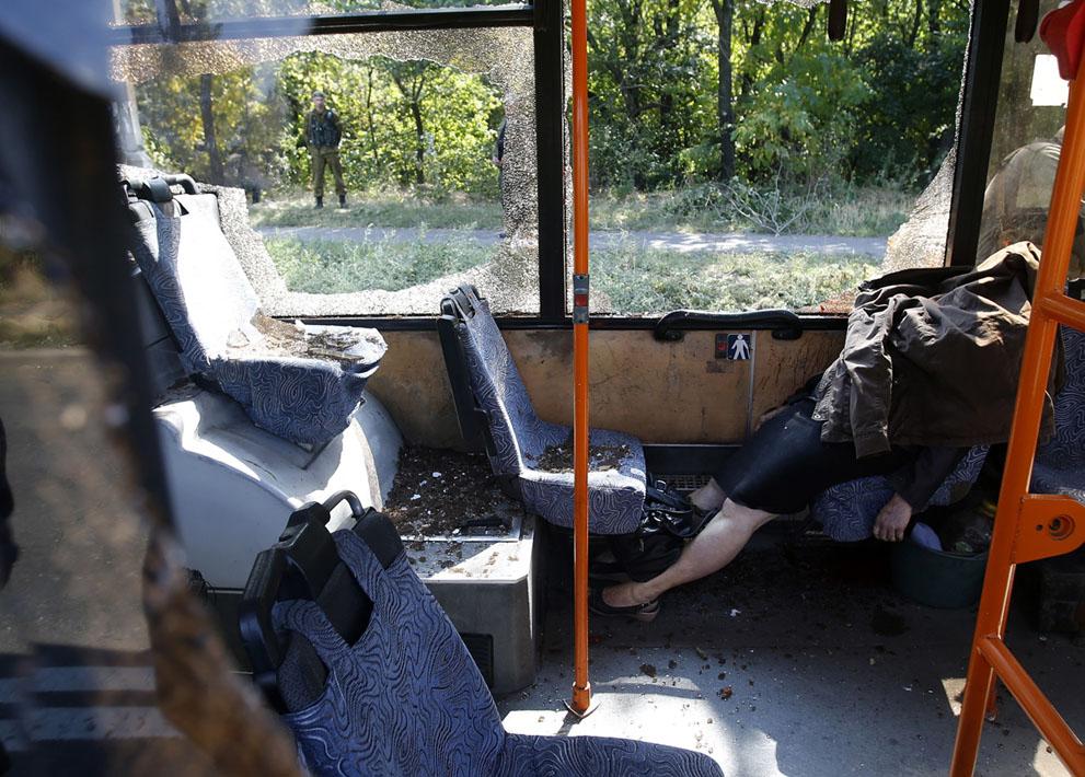 Egy segélyszervezet tagja, Tatiana Medvedeva, aki meghalt az autóbuszát ért támadásban, Donyeckben. (AP Fotó / Darko Vojinovic)