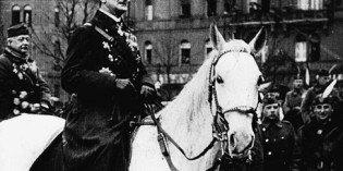 Horthy Miklós fővezér a Nemzeti Hadsereg élén bevonult Budapestre