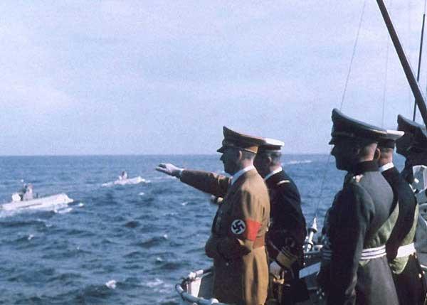 Horthy és Hitler megszemléli a német U-hajó flottát 1938 - ban.
