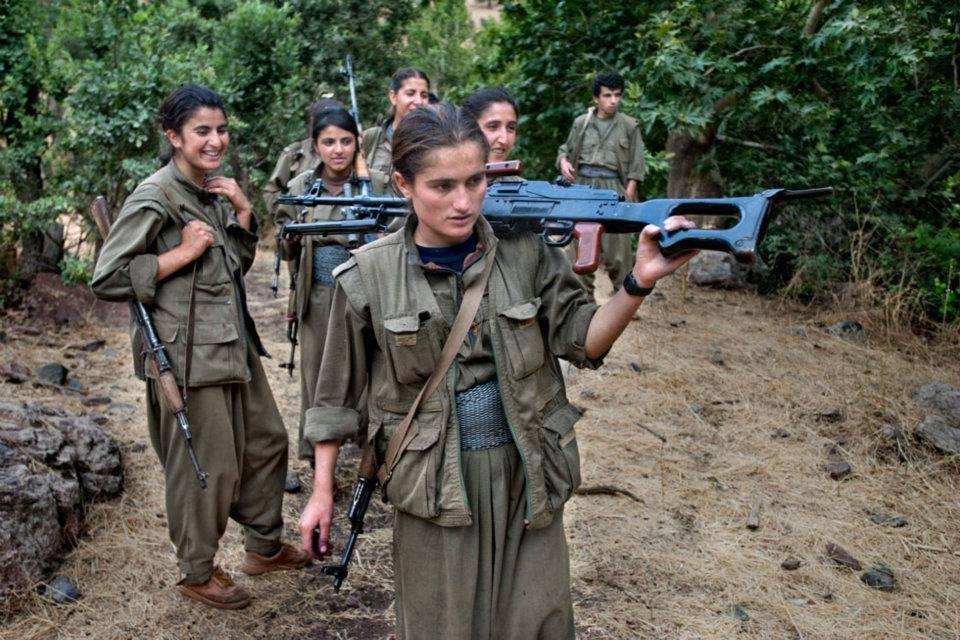 Kurd harcosnők bevetésre indulnak az Iszlám Állam ellen.
