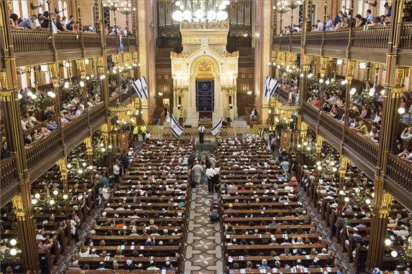 A Békés demonstráció Izraelért című rendezvény a Mazsihisz és Hit Gyülekezete szervezésében a budapesti Dohány utcai zsinagógában 2014. július 27-én. MTI Fotó: Kallos Bea