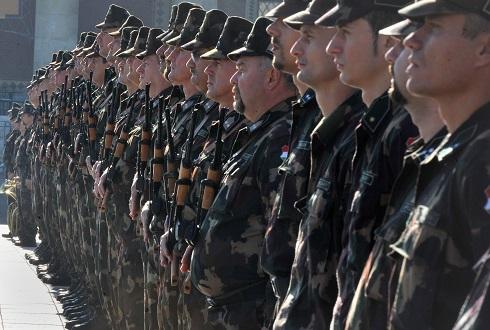 Önkéntes tartalékos katonák eskütétele a Hõsök terén