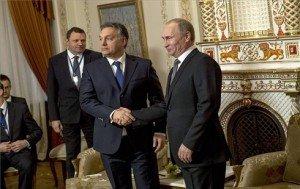 A Miniszterelnöki Sajtóiroda által közreadott képen Vlagyimir Putyin orosz államfő (j) fogadja a hivatalos moszkvai munkalátogatáson tartózkodó Orbán Viktor miniszterelnököt (k) Moszkva környéki, novo-ogarjovói rezidenciáján 2014. január 14-én. MTI Fotó: Miniszterelnöki Sajtóiroda/Burger Barna