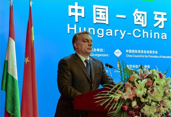 A Miniszterelnöki Sajtóiroda által közreadott képen Orbán Viktor miniszterelnök beszédet mond a Kínai Nemzetközi Kereskedelemfejlesztési Tanács (CCPIT) pekingi székházában tartott kínai-magyar üzleti fórumon 2014. február 12-én. MTI Fotó: Miniszterelnöki Sajtóiroda/Burger Barna