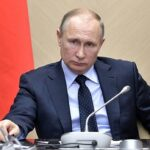 Figyelsz Kormányunk? Putyin aláírta az álhírterjesztést és az állami jelképek gyalázását büntető törvényeket