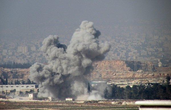 Füst emelkedik, miután a szabad szíriai hadsereg harcosai célzott épületekben, ahol hű erők a szíriai rezsim lakott, aktivisták azt mondta Sheikh Najjar Aleppo március 20-án.