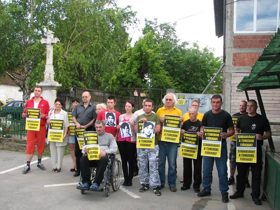 Szabadságot a temerini fiúknak! Szabadságot a politikai foglyoknak!!! Forrás: Horváth Árpád