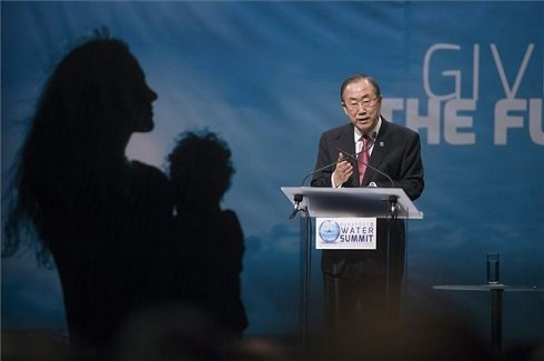 Az ENSZ-főtitkár beszéde Szöveg: Budapest, 2013. október 8. Ban Ki Mun, az ENSZ főtitkára beszél a Budapesti Víz Világtalálkozón a Millenáris Parkban 2013. október 8-án. MTI Fotó: Koszticsák Szilárd