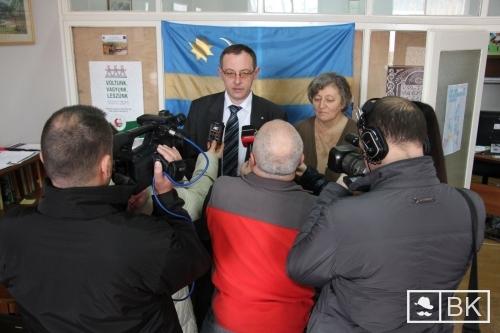 Szőcs Sándor ügyvéd és a gyanúsítottak egyike, Kisné Portik Irén. Bíznak az igazságszolgáltatásban.