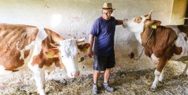 Önellátás és megélhetés: Egy 26 éves fiatalember látja el friss tejjel a dél-zalai falvakat